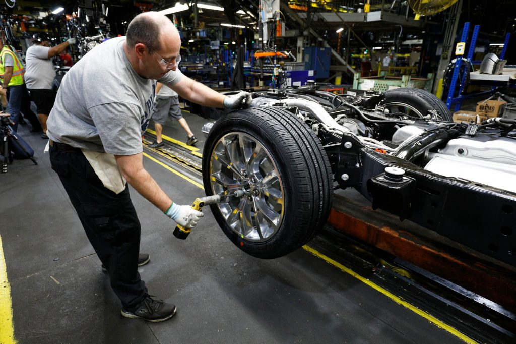 Ford, Fiat Chrysler plan to restart production at auto plants in April
