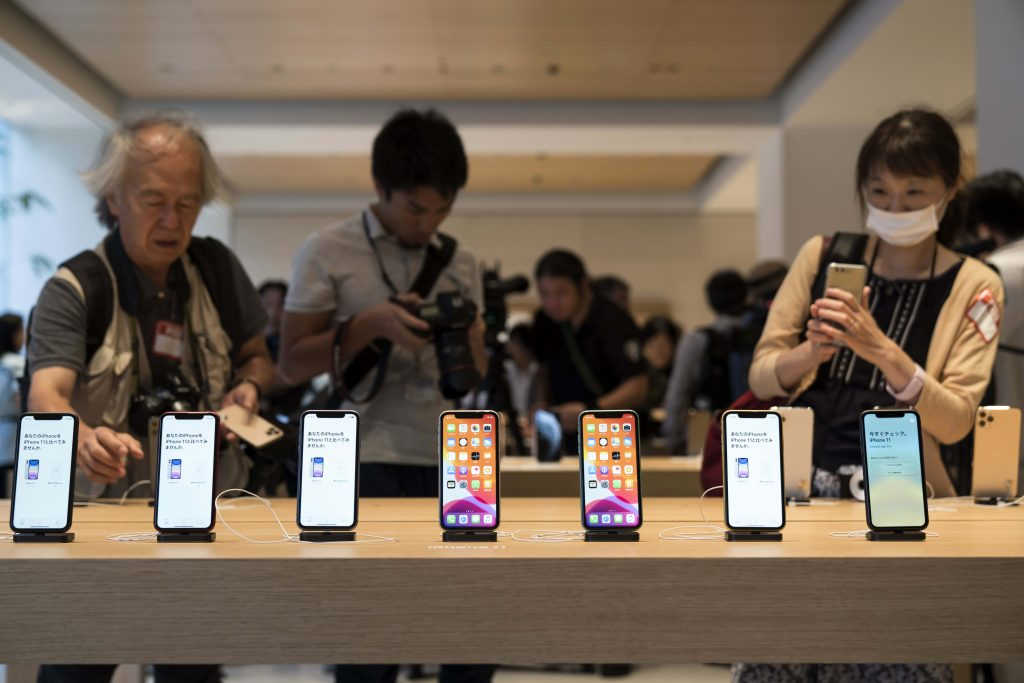 Apple limits bulk online iPhone sales amid coronavirus constraints
